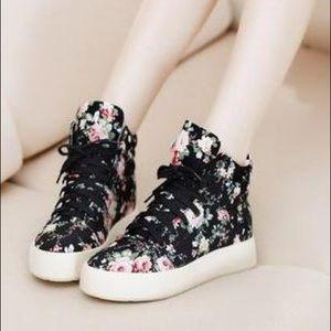 Shoes - WOMENS SIZE 7.5/8 FLORAL PRINT PLATFORM SNEAKERS❗️